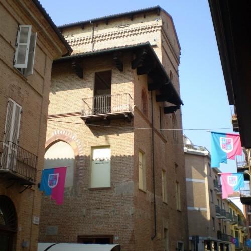 TAPPA 2:  La casa torre Riva e Via Cavour
